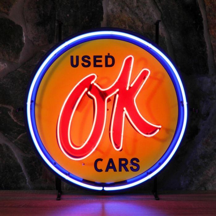 OK Used Cars neon met achterplaat