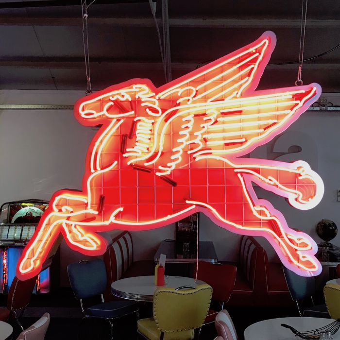 Pegasus Mobil Gas Neon